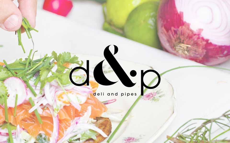 diseño de logo Deli and Pipes